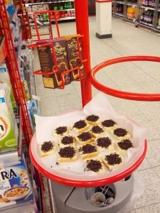 Pålæg-chokolade-krymmel smagsprøver i 'brugsen'