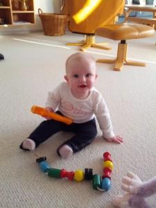 Ida synes det er SÅ skønt med alt fars gamle legetøj