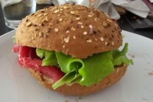 Lækker frokost med salat af egen avl!