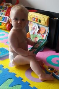 En undsluppen baby som ikke havde tid til at få nyt tøj på