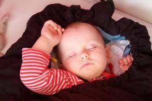 Man skal aldrig kimse af en sovende baby!