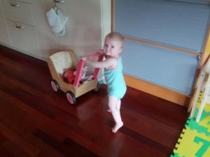 Efter en 20-8 lur kan man liiiige holde til en tur med dukkelise i dukkevognen