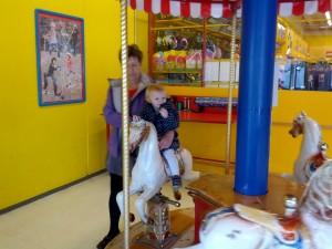 Ida kører på karrusel