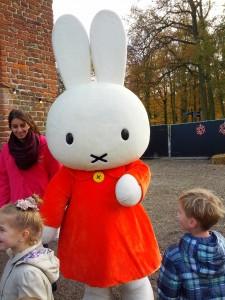Nintje / Miffy (det internationale navn) kom forbi og læste historier op for børnene