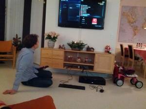Far leger med sin julegave fra Onkel René