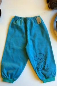Bløde lækre babyfløjlsbukser med abemotiv. 50,-