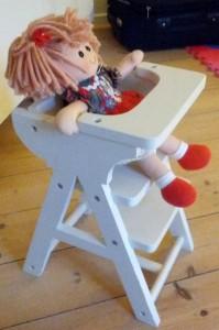Højstol til Dukke Lise og Sally. 65,-
