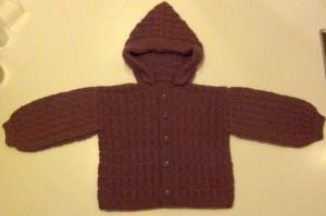 Ny varm trøje til Ida (som Farmor har strikket på uden opskrift kun ud fra et billede som Mor sendte hende!!)!