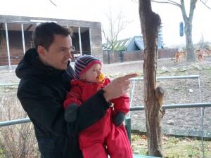 Far og Ida spejder efter zebraerne