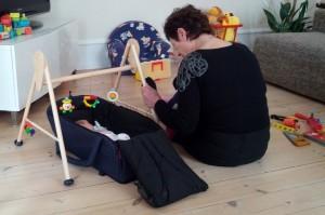 Ida og Mormor underholder Lillesøster