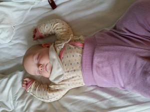 Målet med afspændingen er at Maya stadig frit kan bevæge sin arm efterhånden som hun får mere muskelkraft i den