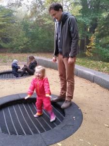 Ida elsker trampolinerne i Søndermarken