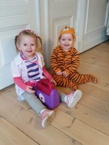 Doctor McStuffins og den lille tiger klar til fastelavnsløjer