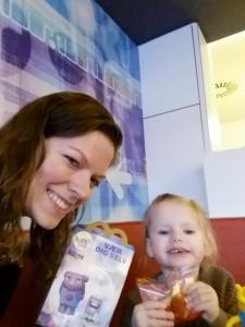 Ida og Mor på McDonald's - Idas 3. besøg i hendes snart 3 årige liv