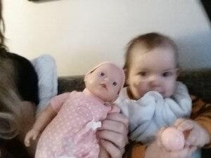 Maya og hendes nye ven; Dukke Molly