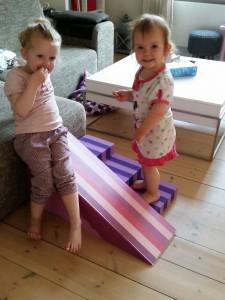 Tuttebasserne elsker at lege med deres bObles legetøj