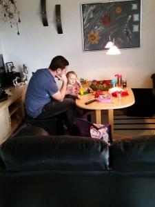 Ida og onkel Renë hygger