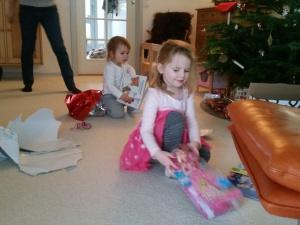 De første gaver åbnes
