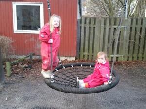 Hygge på børnehavens legeplads