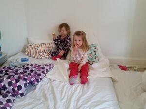 Sygdomsmorgenhygge i Mors seng