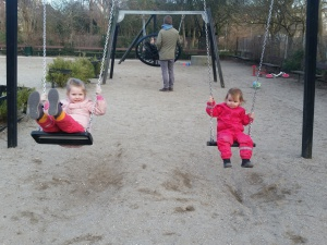 En af mange ture på legepladsen i Enghaveparken