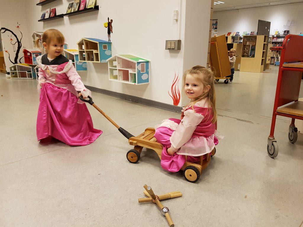 Prinsesserne på biblioteket