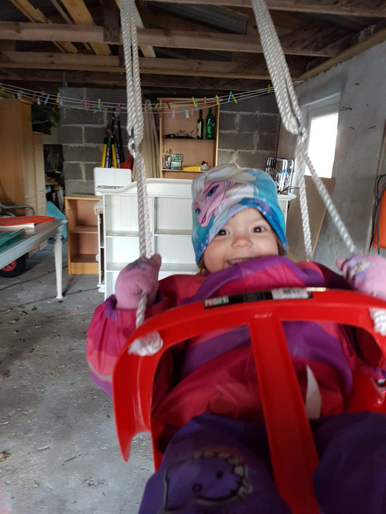 Gyngetur i Mormors garage