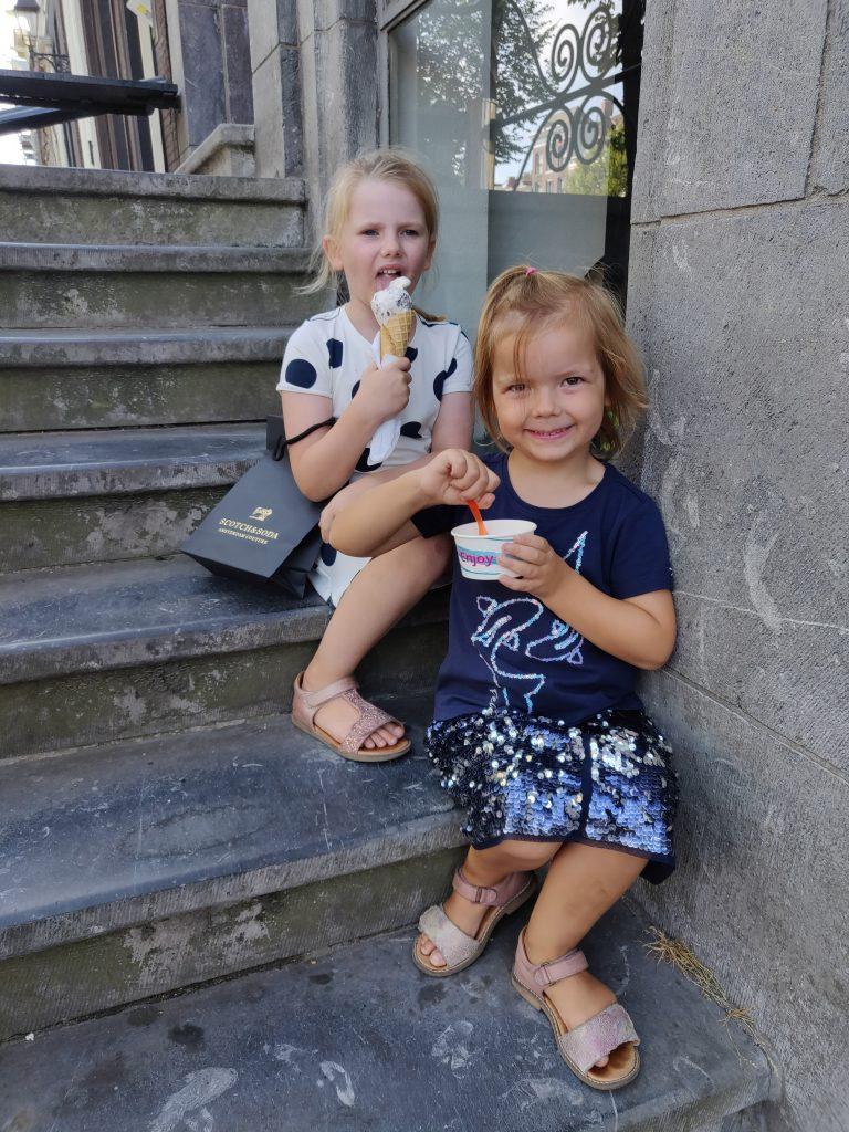 Når der er 37 grader i Amsterdam skal man have mange is!