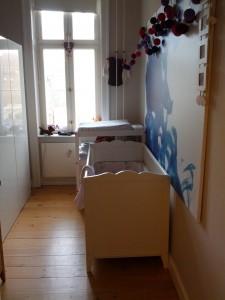 Idas værelse, som PT kun indeholder hendes seng og puslebord