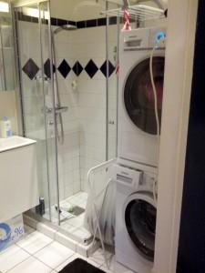 Tørretumbleren er kommet på plads - sidste projekt bliver at få lavet noget smart til vasketøj