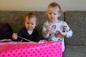 Ida fik lov at få sin fødselsdagsgave nu hvor vi ikke er hjemme på hendes fødselsdag