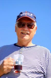 Farfar nød en kaffe på stranden