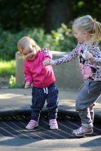 Søster-trampolin-hopperi!