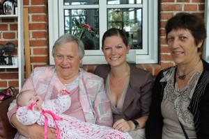 4 generationer kvinder