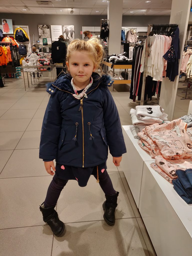 Ida med hendes nye selvvalgte jakke. Store pigen <3