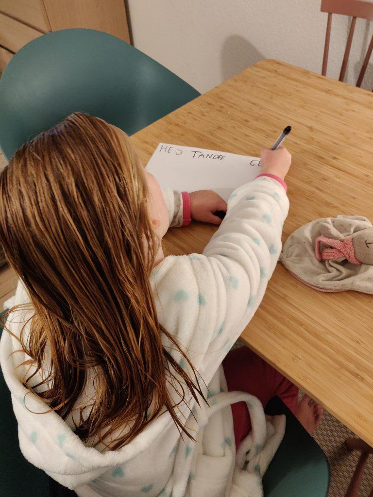 Ida i gang med at skrive brev...