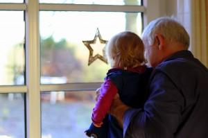 Morfar og Ida kigger efter misser