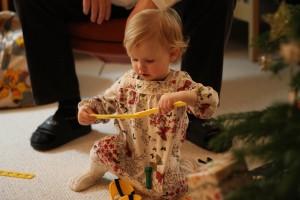 Ida med sin nye legetøjs-værktøjskasse fra Morfar og Bedste Grete