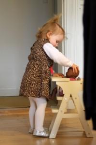 Ida er en god dukkemor... dog af og til lidt hårdhændet...
