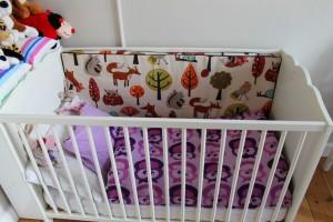 Mor har syet en stor pude til Idas seng i stedet for sengeranden