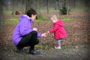 Ida viser Mormor blomsterne