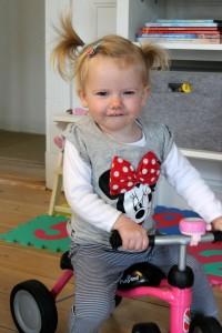 Tuttebassen med Minnie-trøjen og det lyserøde lyn