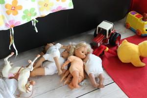 Ida og Mormor fik vasket alle Mors gamle dukker