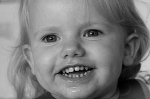 Ida har 18 tænder og mangler blot de to sidste hjørnetænder i overmunden