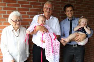 Maya, Ida, Far, Oldemor-Ellen og Farfar