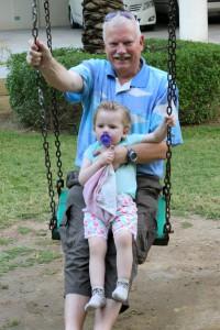 Ida tager en slapper hos Farfar efter en tur i poolen