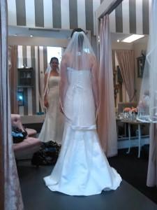 Mor på brudekjole-jagt